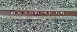 Plaque marking former site of Berlin Wall | Source: Wikimedia Commons / public domain